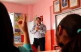 Suriyeli Çocukları El Birliğiyle Geleceğe Hazırlıyorlar