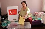 Oy Kullanmaya Gidemeyecek Derecede Hasta Olan Vatandaşlara Seyyar Sandıklar Götürüldü