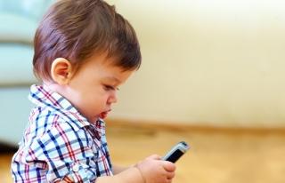 CEP TELEFONU ' ÇOCUK OYUNCAĞI ' DEĞİL