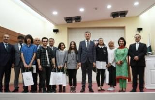 Bakan Selçuk, Cinnah Genç Yazarlar Kompozisyon Yarışması...