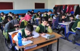 Öğrenciler, Öğretmensiz Sınıflarda Sınava Giriyor