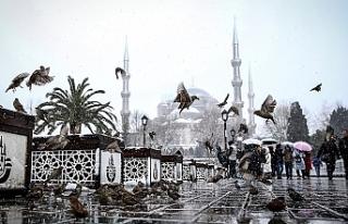 İstanbul'da Dün Başlayan Kar Yağışı Etkisini...