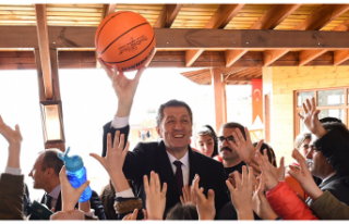 Millî Eğitim Bakanı Ziya Selçuk, Tunceli'nin...