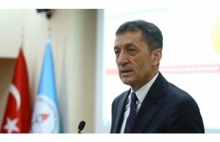 Milli Eğitim Bakanı Ziya Selçuk'tan 20 Bin Öğretmen...