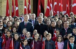 Milli Eğitim Bakanı Ziya Selçuk ve Öğrenciler...