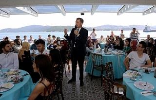 Milli Eğitim Bakanı Ziya Selçuk, Soru Çözmek...