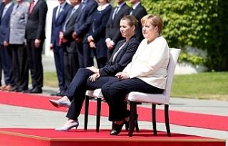 Almanya Başbakanı Merkel'in Titreme Nöbetine...