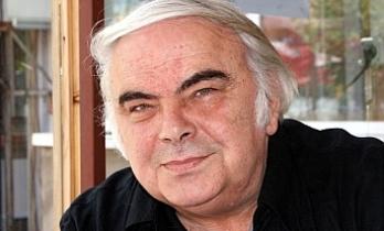 Ünlü Oyuncu Enis Fosforoğlu Geçirdiği Kalp Krizi Sonucu Hayatını Kaybetti