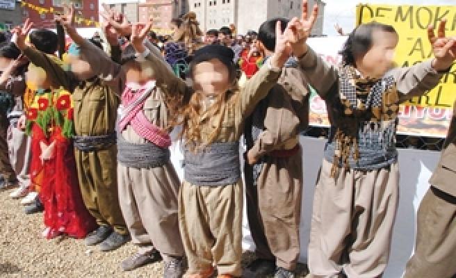 ÖĞRENCİ, PKK DAĞ KIYAFETİYLE OKULA GELİRSE !
