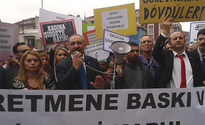 MOBİNGÇİ MÜDÜR PROTESTO EDİLDİ