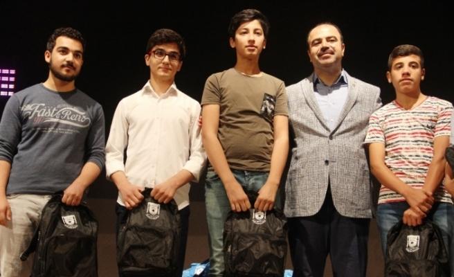 Birinci olan 700 öğrenci ödüllerini aldı