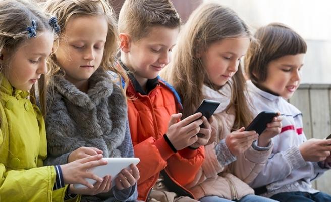 Fransa'da öğrencilere cep telefon yasağı