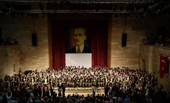 İÜ, İletişim Fakültesi mezunlarını uğurladı