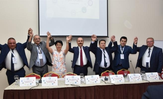 Türk Eğitim-Sen Genel Başkanı Talip Geylan UAESEB'İN Yeni Genel Başkanı Oldu