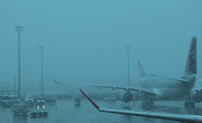 Uçuşlara Kar Engeli! 66 Sefer İptal Edildi