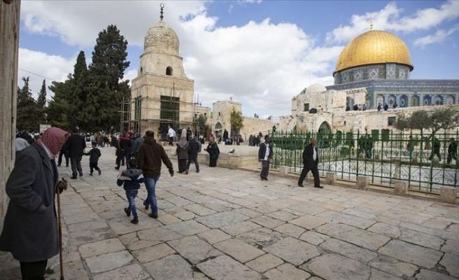 Yüzlerce Fanatik Yahudi Mescid-i Aksa`ya Baskın Düzenledi