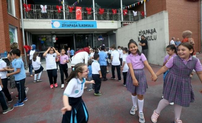 İstanbul'da 3 Milyona Yakın Öğrenci ve 200 Bine Yakın Öğretmen Ders Başı Yaptı