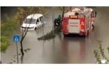 Ankara'da Kuvvetli Sağanak Yağış: Araçlar Suya Gömüldü
