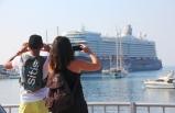 Binlerce Kişi Akın Etti: İki Gemi Arka Arkaya Yanaştı