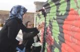 Resim Öğretmeni İlçenin Duvarlarını Renklendiriyor