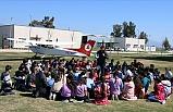 Aydın'da Öğrenciler Uçak Pistinde Kitap Okudu