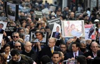 Gazetecilerden protesto yürüyüşü