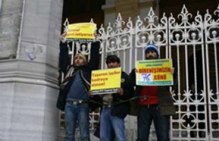 PTT işçilerinden zincirli eylem