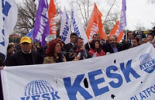 AKP'ye KHK yetkisi KESK tarafından protesto edildi