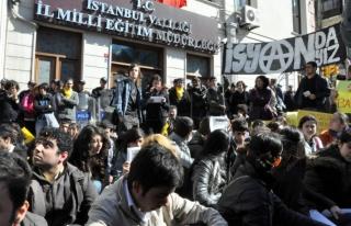 İstanbul Milli Eğitim Müdürlüğü önünde YGS...