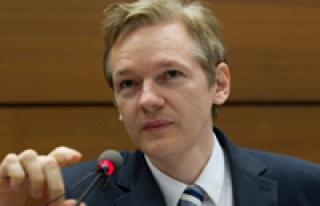 Julian Assange: Facebook bir casus makinesi