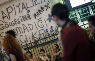 GAZİ PARKI PROTESTOSU DUVAR YAZILARINI NASIL YANSIDI...