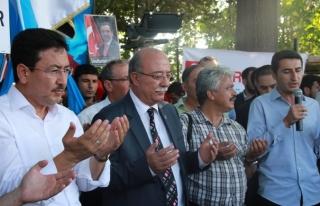 DOĞU TÜRKİSTAN'DAKİ SOYKIRIMI PROTESTO ETTİK