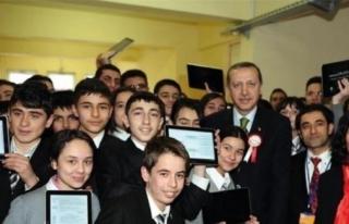 BAŞBAKAN'DAN TABLET DAĞITIM TÖRENİNDE ÖNEMLİ...