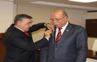 İSMAİL KONCUK'A ŞEREF NİŞANI ...