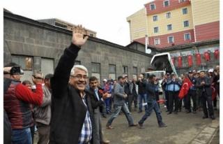 MHP'Lİ KARS BELEDİYESİNDEN İŞÇİLERE MÜJDE