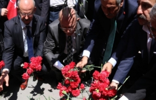 TÜRKİYE KAMU-SEN 1 MAYIS'TA ŞEHİTLERİMİZİ KIZILAY'DA...