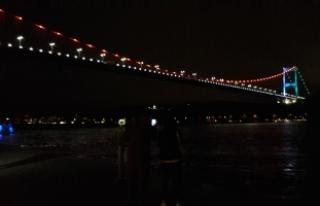 FSM Köprüsü Azerbaycan bayrağının rengiyle ışıklandırıldı