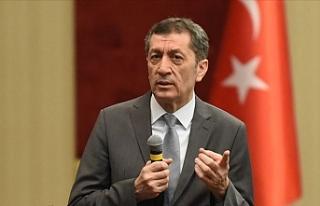 Milli Eğitim Bakanı Selçuk, Ders Sayısı Yarıya...