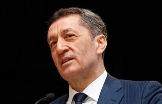 Milli Eğitim Bakanı Ziya Selçuk'tan Tatil...