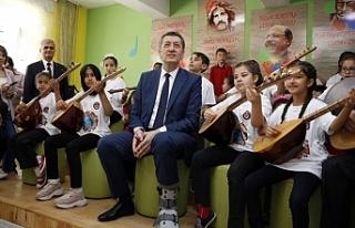 Milli Eğitim Bakanı Ziya Selçuk, Öğrencilere...