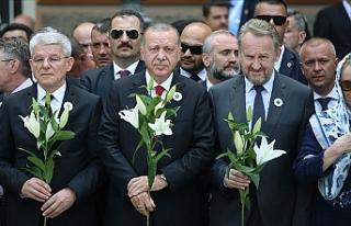 Srebrenitsa Soykırımı Tarih Boyunca Asla Unutulmayacak