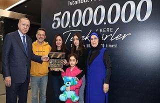 Cumhurbaşkanı Erdoğan 50 Milyonuncu Yolcuya Plaket...