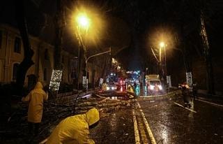 İstanbul'da Şiddetli Yağmur ve Fırtınanın...
