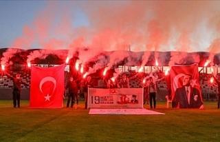 Tüm Türkiye Saat 19.19'da Balkonlardan İstiklal...