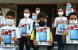 Bağcılar'da 1000 Öğrenciye Tablet Dağıtımı...