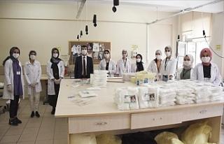 Bursa'daki Meslek Lisesi Maske ve Dezenfektan...