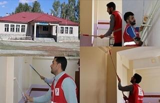 Kızılay Gönüllüleri Köy Okulunu Boyayarak, Yüz...