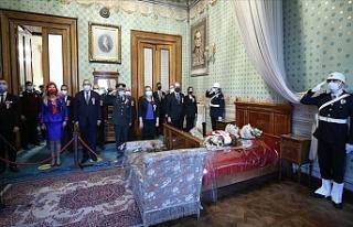 Dolmabahçe'de Anma Töreni! Vatandaşlardan...