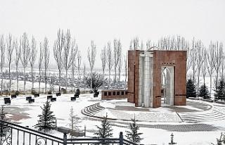 Ata-Beyit Kırgızların Tarihi Acısını Sergiliyor