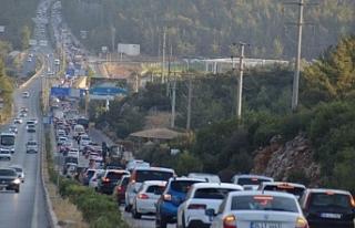 Tatilciler Bodrum'a Akın Etti! Uzun Araç Kuyrukları...